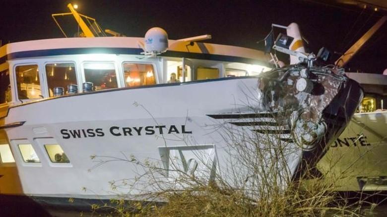 Kapal Pesiar Swiss Tabrak Jembatan di Jerman, 25 Penumpang Luka