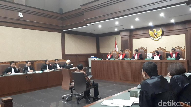 Diizinkan Hakim Cek Kesehatan, Begini Kondisi Novanto Saat Sidang