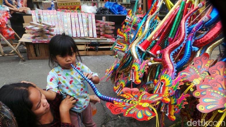 Soal Main Terompet di Tahun Baru dan Risiko Anak Kena Difteri (Foto: Selfie Miftahul Jannah/detikFinance)