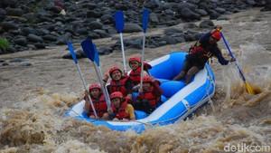 Foto: Rafting Seru & Kemping Asyik di Tepi Sungai Serayu