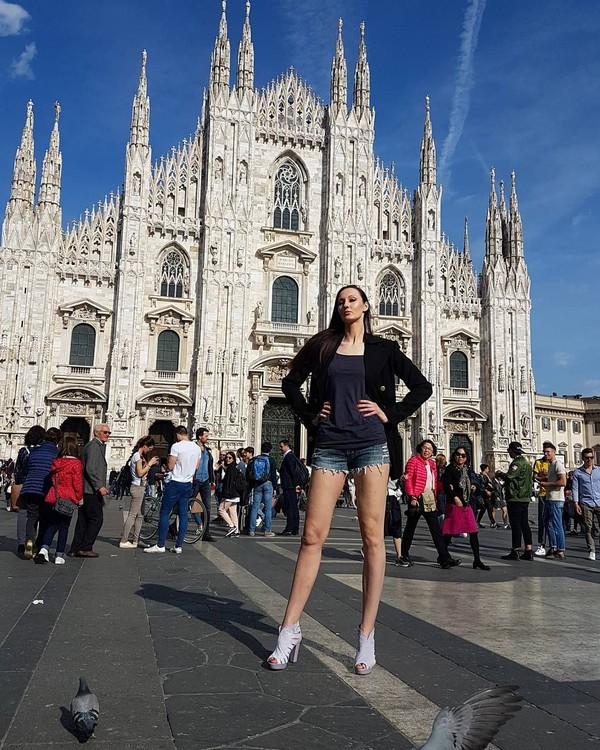 Ekaterina berprofesi sebagai model. Profesi ini mengantarkan Ekaterina bisa berkeliling dunia untuk bekerja sekaligus sambil liburan. (Instagram/Ekaterina Lisina)