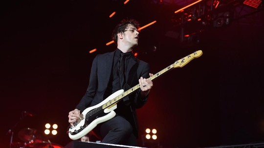 Aksi Panggung Dallon Weekes Sebelum Hengkang dari Panic! At The Disco