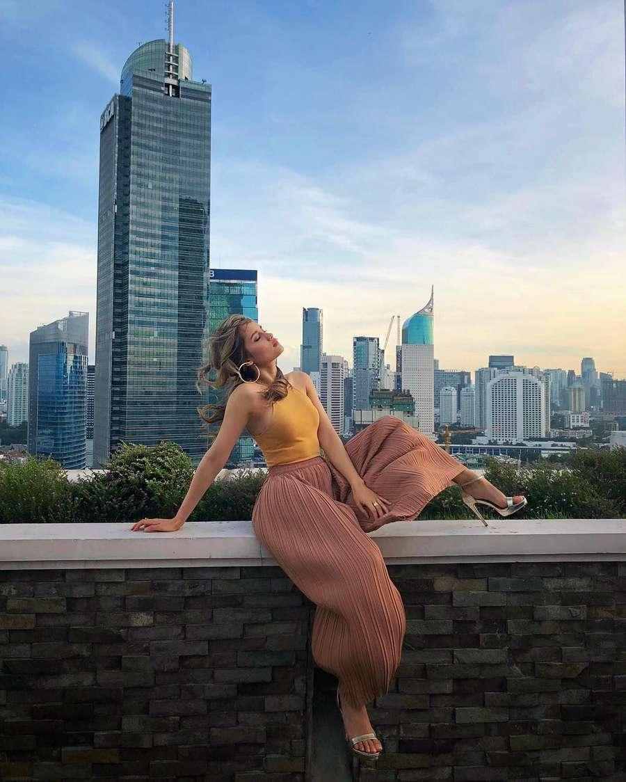 Foto Cinta Laura Bikin Netizen Iri, Kenapa?