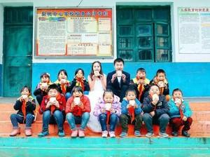 Kisah Inspiratif dari Wanita yang Foto Prewedding dengan Anak-anak Terlantar