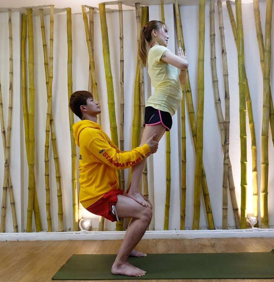 Latihan Yoga, Netizen Komentari Perut Istri Lee Jeong Hoon