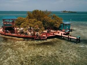 Foto: Pesan Penginapan Ini, Dapat Pulau!