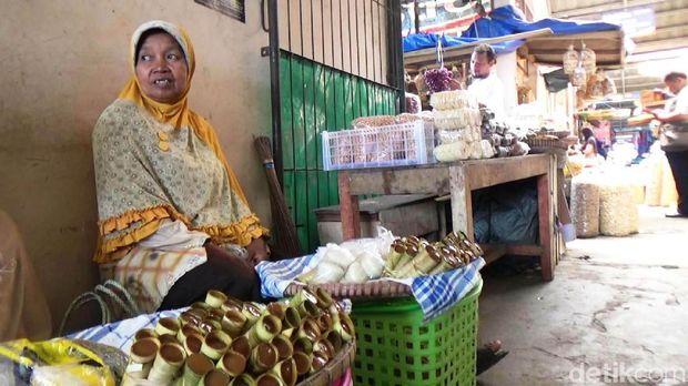 Clorot dijual di pasar-pasar tradisional di Purworejo