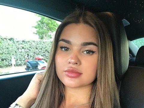 Punya Tubuh Seksi Sempurna, Model Ini Dijuluki Kim Kardashian Versi Rusia