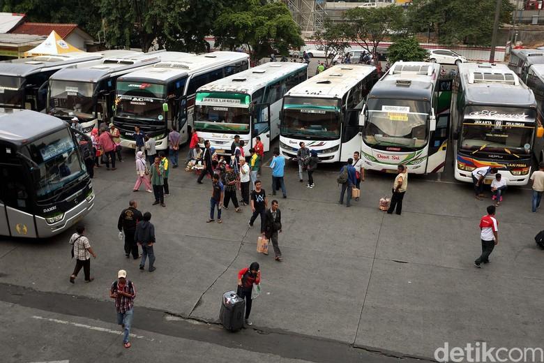 Terminal Bus Kampung Rambutan. Foto: Rengga Sancaya