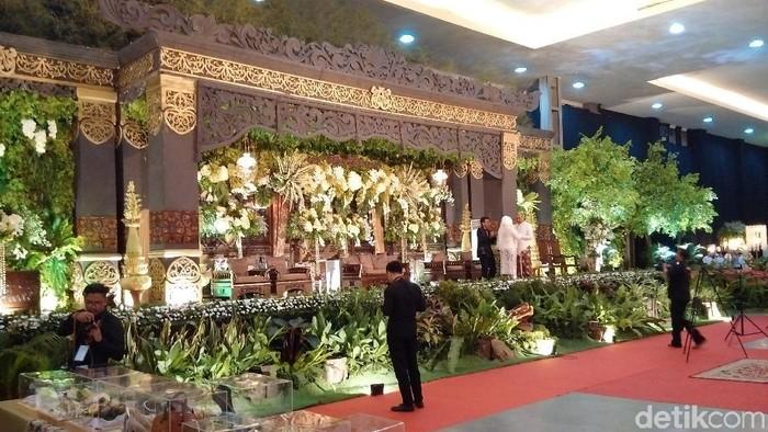Mengintip Dekorasi Bernuansa Jawa Di Akad Nikah Putri Mensesneg