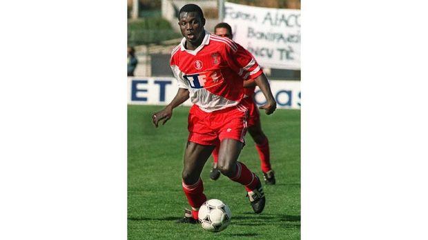 Arsene Wenger merekrut George Weah ke AS Monaco di akhir dekade 80-an.