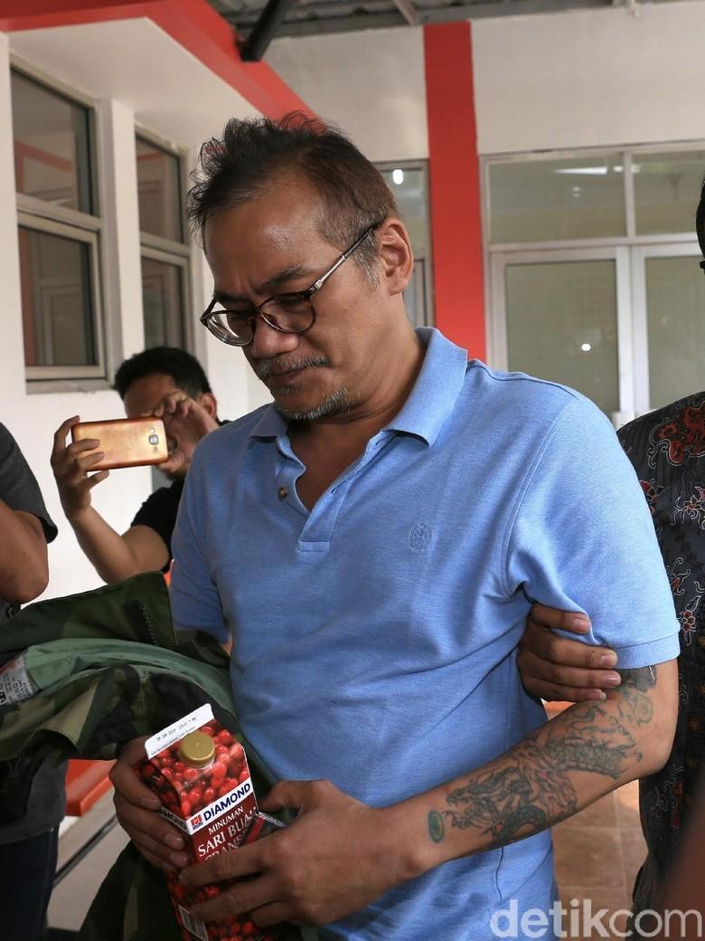 Bawa Minuman Jus Kotak, Tio Pakusadewo Tiba di Tempat Rehabilitasi