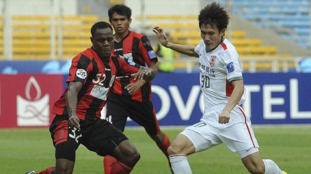 Victor Igbonefo pernah memperkuat Persipura Jayapura dan Arema selama berkarier di Indonesia.