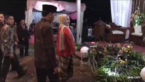Gang Sempit yang Ditempuh Jokowi ke Pernikahan Anak Pawang Rusa