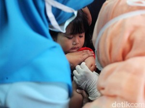 Lucu! Ekspresi Si Kecil Saat Imunisasi Difteri