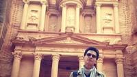 Foto: Fedi Nuril juga tak lupa mengunjungi Situs Kuno Petra di Yordania. Situs ini masuk ke dalam Warisan Budaya Dunia UNESCO. (Instagram/Fedi Nuril)