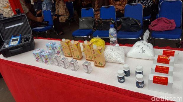 Sejumlah barang bukti dan kosmetik yang disita BPOM