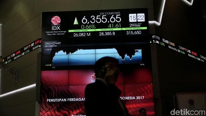 Presiden Jokowi tampak sangat semringah saat menutup perdagangan saham tahunan di Bursa Efek Indonesia (BEI). Bahkan IHSG sempat sentuh rekor intraday di 6.368.