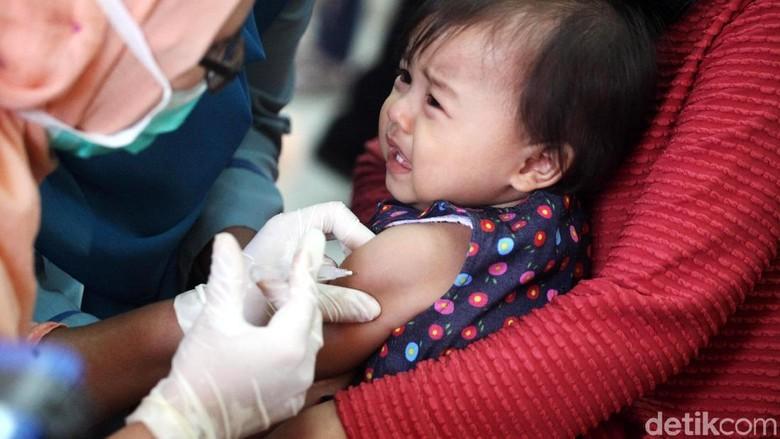 Bun, Tak Perlu Khawatir Ketika si Kecil Diberi Vaksin MR/ Foto: Lamhot Aritonang