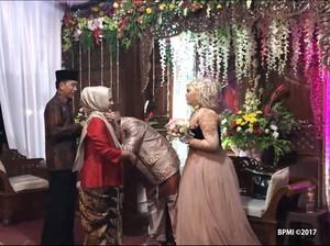 Momen Jokowi Kondangan dari Hotel Mewah ke Gang Sempit