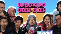 Unboxing Oleh-oleh Teh Misterius dari Benua X