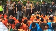 Video: Polisi Ciduk Puluhan Preman di Terminal Kampung Rambutan