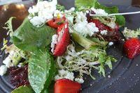 Menu Tahun Baru: Ada Udang Bakar Saus Tomat dan Dessert Strawberry untuk Pesta