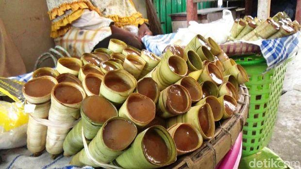 Salah satu makanan tradisional yang uni asal Purworejo, Clorot