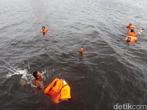 Risiko Penyakit yang Perlu Diwaspadai Jika Sembarangan Berenang di Laut (2)