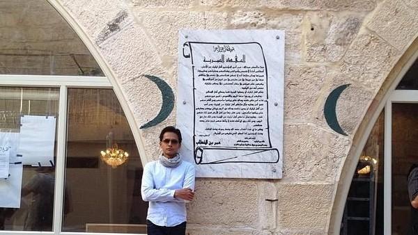 Foto: Lewat Instagram, Fedi membagikan momen saat dia mengunjungi spot-spot wisata religi di Timur Tengah. Ini saat Fedi Nuril berada di Masjid Sayyidina Umar bin Khattab di Yerusalem, Palestina. (Instagram/Fedi Nuril)