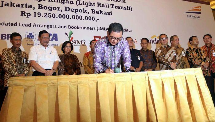 Penandatanganan ini dilakukan dengan Bank Sindikasi baik Himbara, Bank Swasta nasional dan swasta asing yang diwakili oleh JMLAB yang terdiri dan Bank Mandiri, BNK, BRI, BCA, CIMB Niaga dan PT SMI, serta bank-bank lain yang juga bertindak sebagai kreditur dalam transaki ini diantaranya Bank DKI, BTMU, Hana Bank, Shinhan Bank Indonesia, Bank Sumut dan Bank Mega. Pool/Bank Mega.