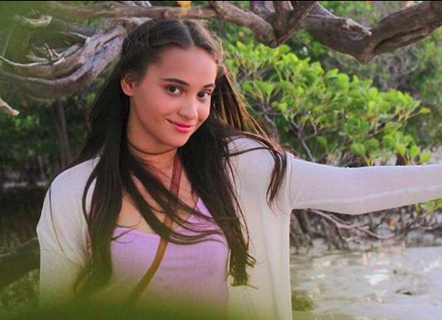Nggak Tahan Lihat Senyumnya si Cantik Aurora Ribero