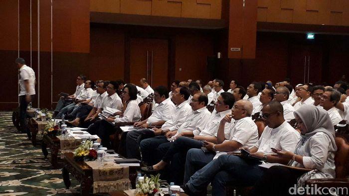 Rapat digelar di Kantor Kemenkeu. Rapat yang digelar tertutup di aula gedung Mezzanine Kementerian Keuangan itu dimulai sekitar pukul 16.00 WIB.