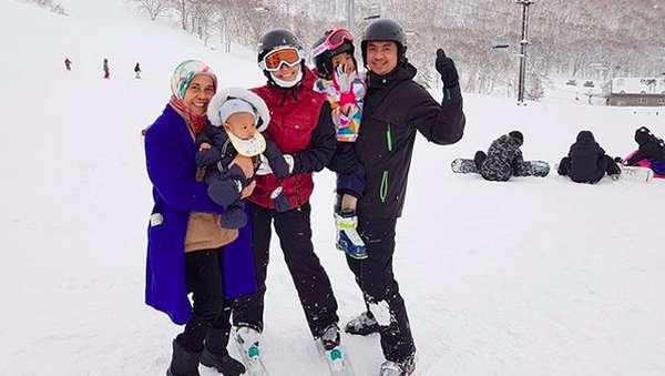 Seru! Ayu Dewi Nikmati Salju di Jepang