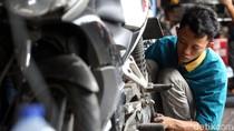 Jelang Liburan Malam Tahun Baru, Bengkel Motor Laris Manis
