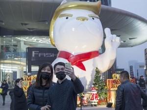 Ada Patung Anjing Raksasa Mirip Trump di Mal China