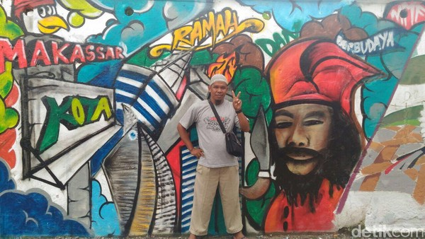 Lurah Mannuruki Ari Fadli berharap, pesan yang disampaikan lewat mural tersebut, tak hanya sekedar menjadi tulisan sambil lalu. Tetapi juga menjadi peringatan agar masyarakat selalu memberikan kontribusi positif bagi lingkungan, pungkasnya. (Ibnu Munsir/detikTravel)