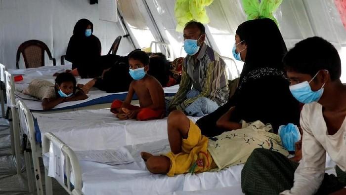 Pasien difteri di kamp pengungsian Rohingya/Foto: REUTERS