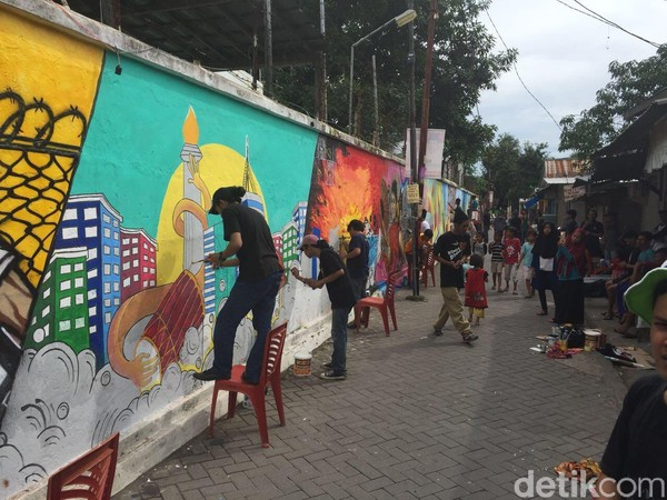 Bertempat di Jalan Sultan Alauddin lV Kelurahan Mannuruki Kecamatan Tamalate Makassar. Lorong ini di desain langsung oleh kelompok mahasiswa pencinta mural, fakultas teknik UMI, bekerjasama dengan pemuda karang taruna kelurahan Mannuruki. (Ibnu Munsir/detikTravel)