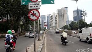Pemotor Nggak Kapok-kapok Masuk JLNT Kasablanka