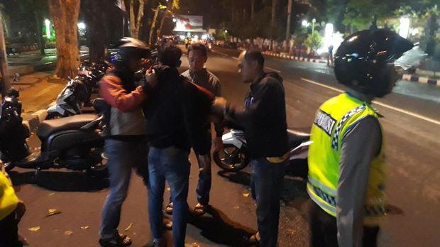 Seorang pria diamankan karena menerobos razia dalam keadaan mabuk