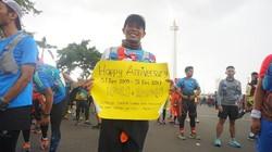 Pria ini berlari sejauh 55 km dari Jakarta ke Bogor untuk merayakan dua hal. Tahun baru dan ulang tahun perkawinannya.