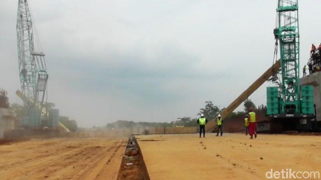 Beton Girder yang Jatuh di Proyek Tol Pemalang-Batang untuk JPO