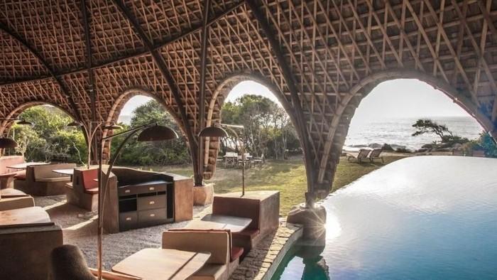 Sri Lanka terkenal dengan kekayaan alamnya. Berlatarbelakang tersebut, Nomadic Resorts dan Bo Reudler Studio, mendirikan resor di antara pantai dan hutan taman nasional.