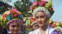 Foto: Gadis-gadis Cantik Bermahkota Bunga dari Indramayu