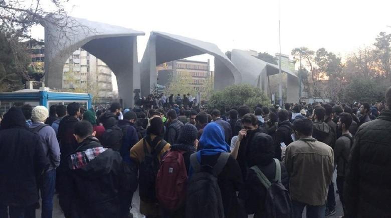 Demo Antipemerintah, Kemlu Pastikan WNI di Iran Aman