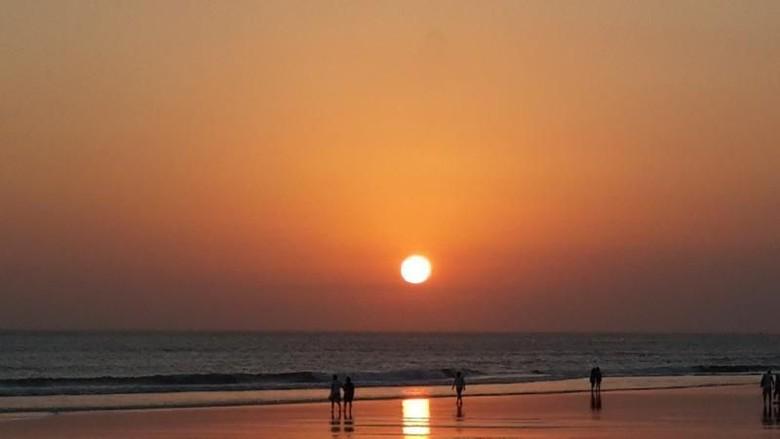 Pantai Seminyak. (Neny Setiyowati/dTraveler)