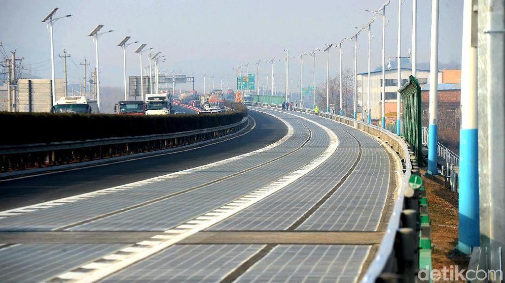 Belum Seminggu Dipakai, Jalan Panel Surya China Digondol Maling