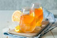 Racik <i>Soft Drink</i> dengan Buah untuk Minuman Segar Malam Ini