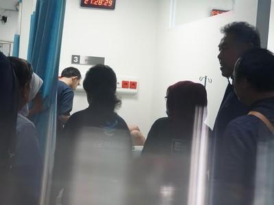 Foto: Tak Kenal Libur, Tahun Baru Mereka Tetap Jaga (2)